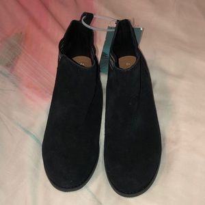 NEW Toms Youth Esme Black Suede Booties size 2